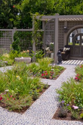 b-circle-garden-toward--half-pergolaSM