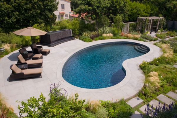 b--yard-looking-down-from-pool-endSM